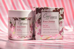 CGG COSMETICS EVEN STEVEN DE TAN FACIAL SCRUB REVIEW